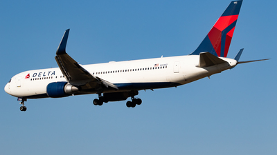 A picture of N172DZ - Boeing 767332(ER) - Delta Air Lines - © H.Hayashi