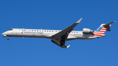 A picture of N575NN - Mitsubishi CRJ900LR - American Airlines - © Evan Dougherty