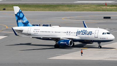 A picture of N715JB - Airbus A320232 - JetBlue Airways - © bill wang