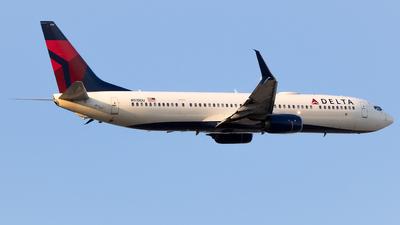 N915DU - Boeing 737-932ER - Delta Air Lines