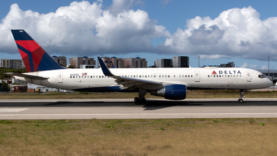 A picture of N690DL - Boeing 757232 - Delta Air Lines - © William Vignes