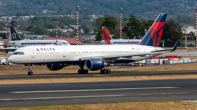 A picture of N6712B - Boeing 757232 - Delta Air Lines - © Cristian Quijano
