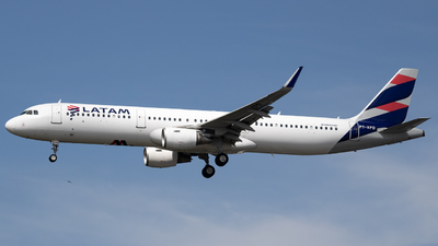 A picture of PTXPD - Airbus A321211 - LATAM Airlines - © Felipe Oliveira - oliver_spotting