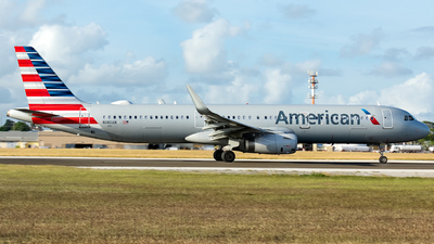 A picture of N140AN - Airbus A321231 - American Airlines - © Che Stuart