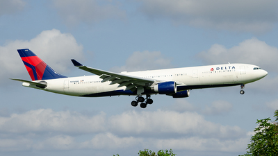 A picture of N806NW - Airbus A330323 - Delta Air Lines - © Paul Stam