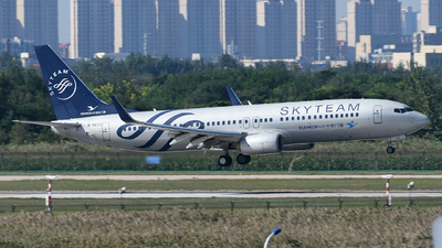 A picture of B5633 - Boeing 73785C - Xiamen Air - © skerry