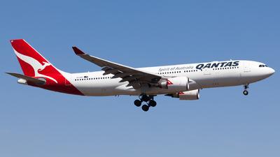 VH-EBP - Airbus A330-202 - Qantas
