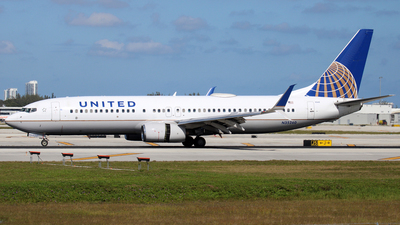 A picture of N35260 - Boeing 737824 - United Airlines - © Raul Sepulveda Merced
