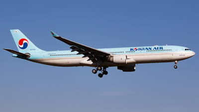 A picture of HL7710 - Airbus A330323 - Korean Air - © H.Hayashi