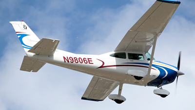 A picture of N9806E - Cessna 182R Skylane - [18268448] - © toyo_69pr
