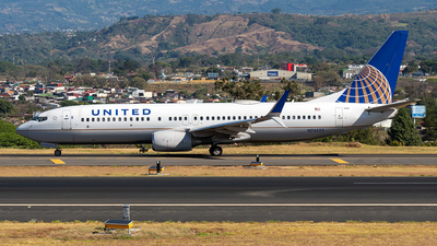 A picture of N76523 - Boeing 737824 - United Airlines - © Cristian Quijano