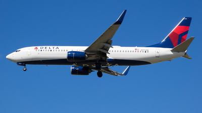 N776DE - Boeing 737-8EH - Delta Air Lines