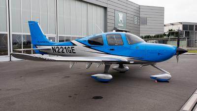 N221GE - Cirrus SR22-GTS G6 Carbon - Private