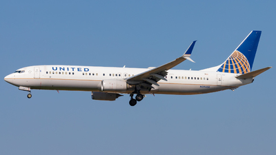 A picture of N39450 - Boeing 737924(ER) - United Airlines - © Eric Esots