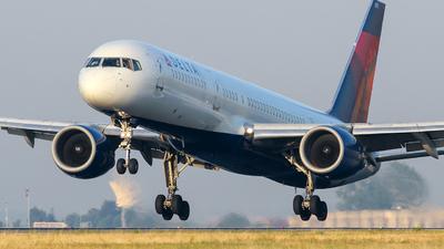 N721TW - Boeing 757-231 - Delta Air Lines
