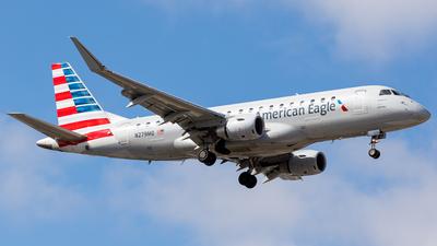 A picture of N279MQ - Embraer E175LR - American Airlines - © Martin Pinnau