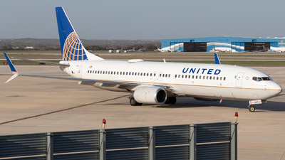A picture of N37287 - Boeing 737824 - United Airlines - © Luke Ayers