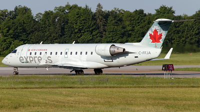 C-FFJA - Bombardier CRJ-200ER - Air Canada Express (Jazz Aviation)
