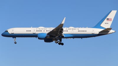 09-0016 - Boeing C-32A - United States - US Air Force (USAF)
