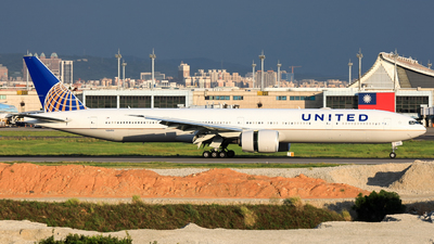 N2645U - Boeing 777-322ER - United Airlines