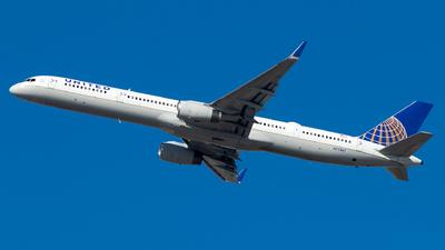 N77867 - Boeing 757-33N - United Airlines