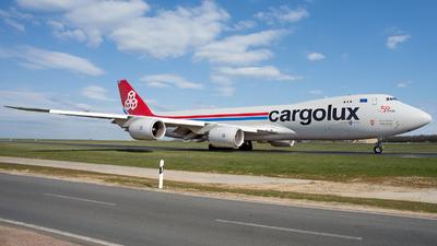 A picture of LXVCG - Boeing 7478R7(F) - Cargolux - © mkwia