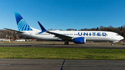 A picture of N37525 - Boeing 737 MAX 9 - United Airlines - © Russell Hill