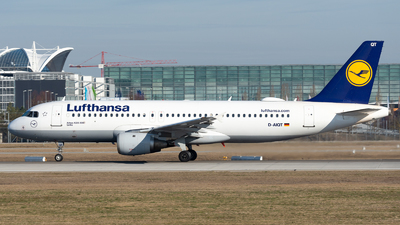 A picture of DAIQT - Airbus A320211 - Lufthansa - © Thomas Ernst