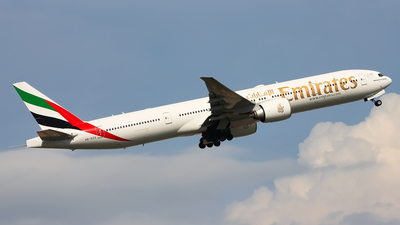 A6-ECS - Boeing 777-31HER - Emirates