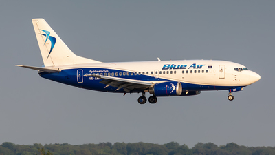 YR-AMC - Boeing 737-530 - Blue Air