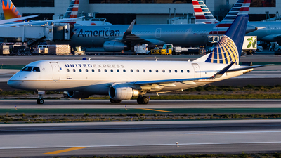 A picture of N120SY - Embraer E175LR - United Airlines - © Brandon Giacomin