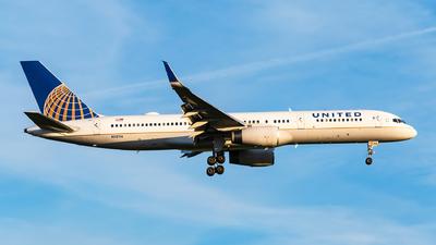 N12114 - Boeing 757-224 - United Airlines