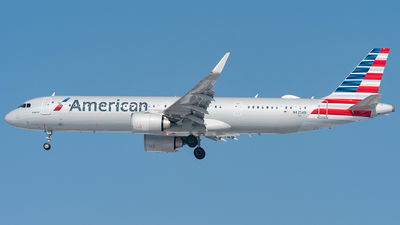 A picture of N425AN - Airbus A321253NX - American Airlines - © bill wang