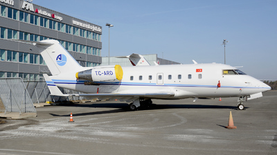 A picture of TCARD - Bombardier Challenger 604 - [5611] - © Günther Feniuk