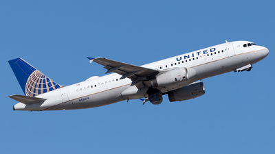 A picture of N422UA - Airbus A320232 - United Airlines - © Yixin Chen