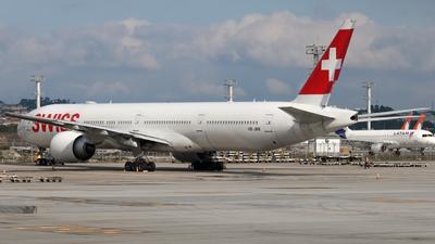 A picture of HBJNK - Boeing 777300(ER) - Swiss - © Felipe Oliveira - @oliver_spotting