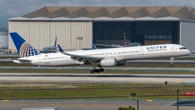 N75858 - Boeing 757-324 - United Airlines