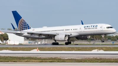 N34137 - Boeing 757-224 - United Airlines
