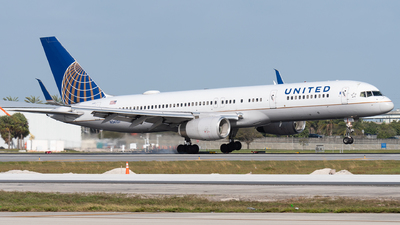 A picture of N34137 - Boeing 757224 - United Airlines - © bill wang