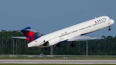 N928DL - McDonnell Douglas MD-88 - Delta Air Lines