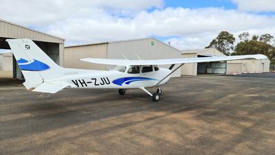 A picture of VHZJU - Cessna 172S Skyhawk SP - [172S12123] - © LIU ZF