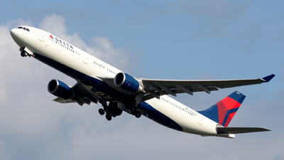 A picture of N826NW - Airbus A330302 - Delta Air Lines - © Dutch