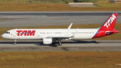 PT-XPQ - Airbus A321-211 - TAM Linhas Aéreas