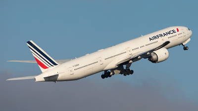 A picture of FGSQY - Boeing 777328(ER) - Air France - © Gilles ASTRE