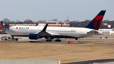 A picture of N1602 - Boeing 767332(ER) - Delta Air Lines - © JinZi