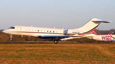 A picture of N114QS - Bombardier Global 5000 - NetJets - © Dave Potter