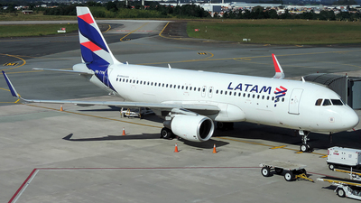 A picture of PRTYN - Airbus A320214 - LATAM Airlines - © J3an_longo