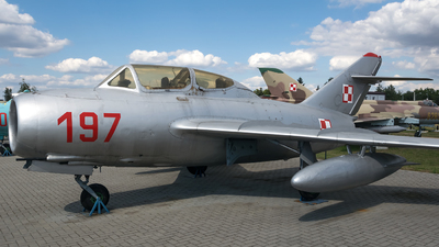 197 - Mikoyan-Gurevich MiG-15UTI Midget - Poland - Air Force