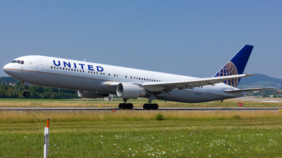 N647UA - Boeing 767-322(ER) - United Airlines