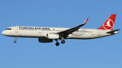 A picture of TCJSF - Airbus A321231 - Turkish Airlines - © AL-Alan Lebeda